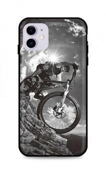 Zadní silikonový kryt DARK na iPhone 11 Mountain Rider